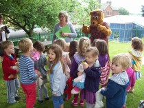 Mrs Bear tells us about her lost picnic!